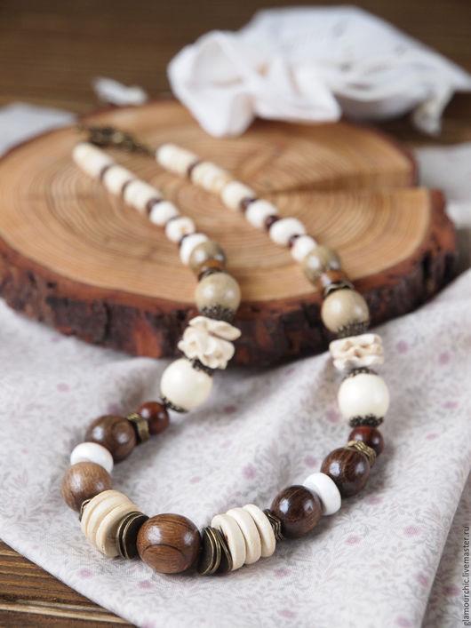 Бусы теплого бежевого цвета.Подойдут к разной одежде.Выполнены из деревянных бусин, кокосовых дисков, бусин платана и др.Неповторимый аромат деревянных бусинок придаст вам настроения на весь день!