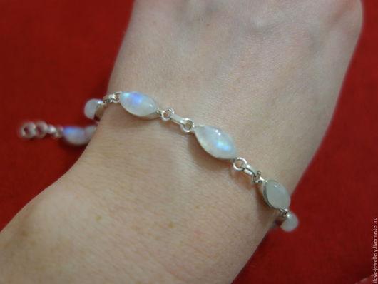 """Браслеты ручной работы. Ярмарка Мастеров - ручная работа. Купить """"Элиза""""- серебряный браслет с натуральным лунным камнем. Handmade. Белый"""
