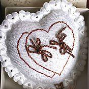 """Свадебный салон ручной работы. Ярмарка Мастеров - ручная работа Подушечка свадебная для колец """"Сердце"""". Handmade."""