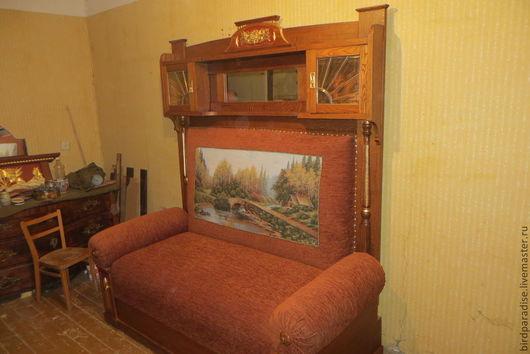 Реставрированный диван,вариант короны ,выбранный заказчицей.Мебель антикварная.