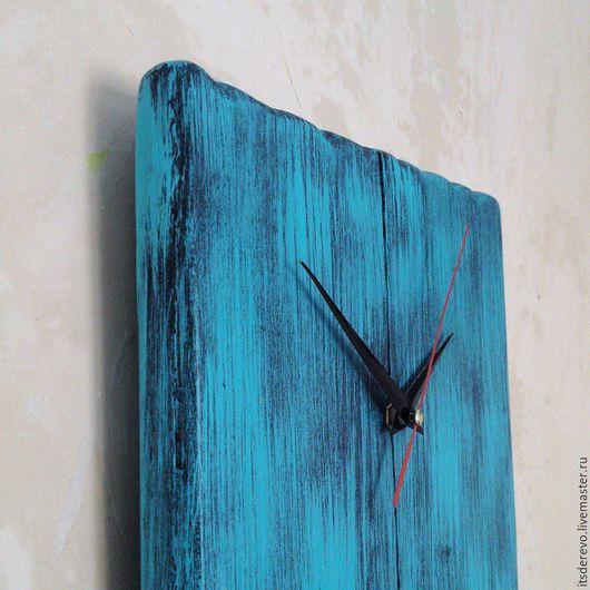 Часы из старого дерева.