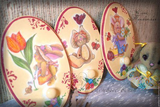 """Детская ручной работы. Ярмарка Мастеров - ручная работа. Купить Вешалки для комнаты девочки """"Зайка"""". Декупаж, бежевый, желтый, розовый. Handmade."""