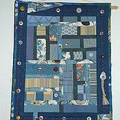 """Картины и панно ручной работы. Ярмарка Мастеров - ручная работа небольшое настенное лоскутное панно  """"Фантазия на тему джинсы и пугови. Handmade."""