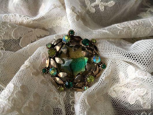 Винтажные украшения. Ярмарка Мастеров - ручная работа. Купить Редкая яркая чешская брошь с двухцветным кристаллом. Handmade. Комбинированный