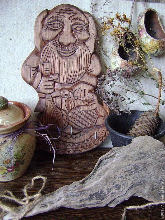 """Прихожая ручной работы. Ярмарка Мастеров - ручная работа. Купить ключница """"Наш любимый Домовой"""". Handmade. Ключница, резное дерево"""