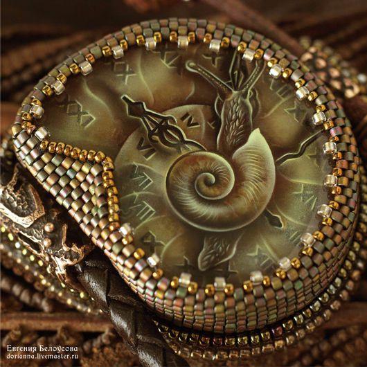 """Кулоны, подвески ручной работы. Ярмарка Мастеров - ручная работа. Купить Кулон с росписью """"Измеритель времен-3""""(улитка, часы,лаковая миниатюра). Handmade."""