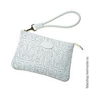 Клатчи ручной работы. Ярмарка Мастеров - ручная работа Лаковая сумка клатч на запястье PIZZO белая. Handmade.