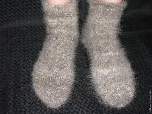 Носки из шерсти вольфшпица (кеесхонд)\r\nНоски связаны достаточно плотно, на тонких спицах. \r\nПятка провязана тройной нитью, для износоустойчивости.\r\nРабота выполнена на заказ.
