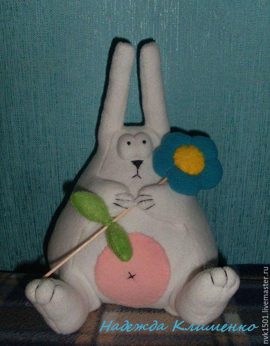 Игрушки животные, ручной работы. Ярмарка Мастеров - ручная работа. Купить Заяц  белый Толстячок с цветочком. Handmade. Белый, заяц