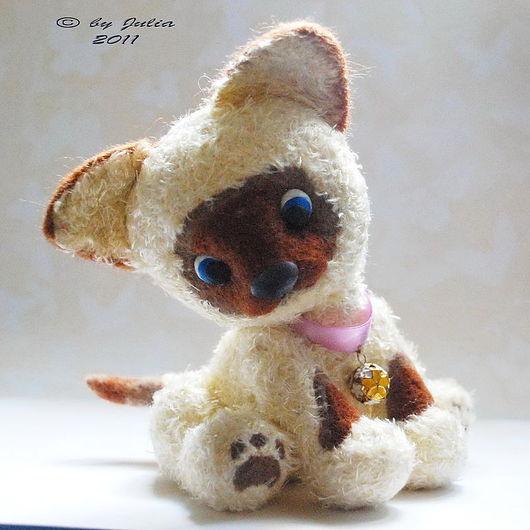 Игрушки животные, ручной работы. Ярмарка Мастеров - ручная работа. Купить Сиамский котенок. Handmade. Вязаная игрушка котенок, пластика