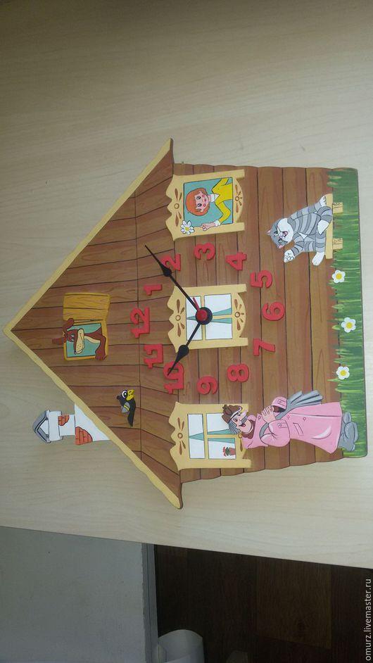 """Часы для дома ручной работы. Ярмарка Мастеров - ручная работа. Купить Часы деревянные """"Простоквашино"""". Handmade. Коричневый, мультяшные герои"""