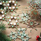 Подарки к праздникам ручной работы. Ярмарка Мастеров - ручная работа Мятные снежинки из бисера 2016. Handmade.