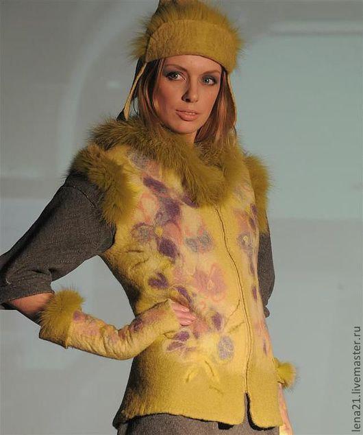 Жилеты ручной работы. Ярмарка Мастеров - ручная работа. Купить Жилет Фиалки на желтом. Handmade. Желтый, комплект