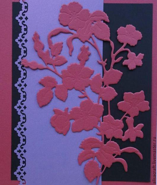 Бумага `Колониальная роза` , темно-розовая, перламутровая, 300 г. На фото - пример цветового сочетания с черным и сиреневым цветами.