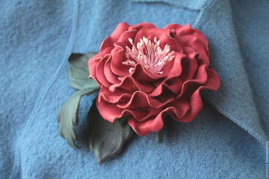 Купить Брошь из кожи, купить броши цветов, купить брошь цветок платье, купить брошь в подарок, подарок на день рождения, голубые цветы, искусственные цветы броши, броши в виде цветов купить