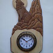 """Часы классические ручной работы. Ярмарка Мастеров - ручная работа Настенные деревянные часы """"Волк """". Handmade."""