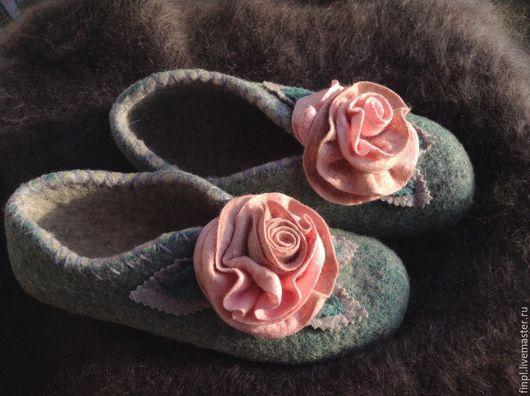 """Обувь ручной работы. Ярмарка Мастеров - ручная работа. Купить Тапочки """"розочки-2"""" р 38. Handmade. Валяные тапки"""