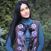 """Пальто-жилет без рукавов с вышивкой ручной работы """"Дивный цветок"""""""