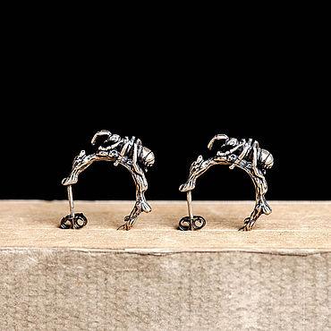 Украшения ручной работы. Ярмарка Мастеров - ручная работа Серьги гвоздики из серебра муравей на веточке. Handmade.