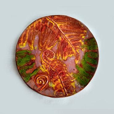 Посуда ручной работы. Ярмарка Мастеров - ручная работа Оранжево-красная керамическая тарелка с отпечатком папоротника. Handmade.