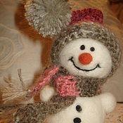 Подарки к праздникам ручной работы. Ярмарка Мастеров - ручная работа Снеговик в шапочке. Handmade.