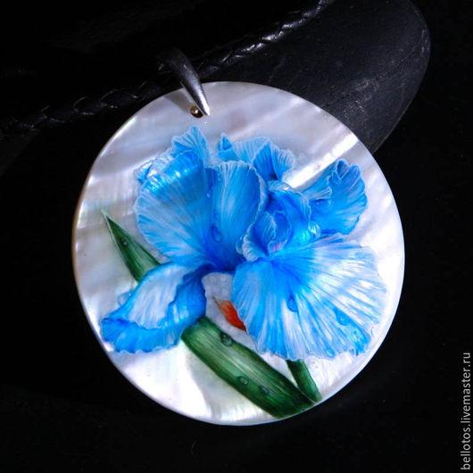 """Кулоны, подвески ручной работы. Ярмарка Мастеров - ручная работа. Купить Кулон """"Ирис"""" - роспись на камне. Handmade. Голубой, подарок"""