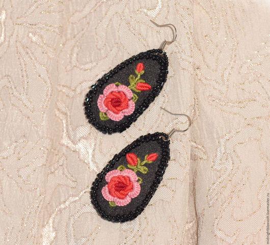 """Серьги ручной работы. Ярмарка Мастеров - ручная работа. Купить Серьги с вышивкой рококо """"Цветок любви"""" красный. Handmade."""