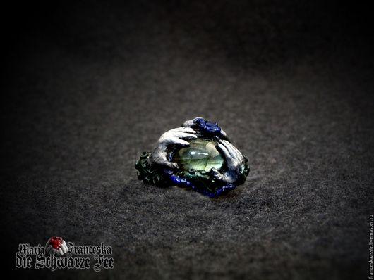 Кольцо из полимерной глины с лабрадоритом `Страж темных вод`. Единственный экземпляр.