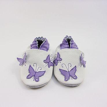"""Обувь ручной работы. Ярмарка Мастеров - ручная работа Кожаные тапочки""""Бабочки"""" кожаная обувь.пинетки.чешки. Handmade."""