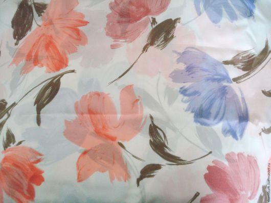 Итальянская ткань шелк креп-меланж. Легкий,немного прозрачный шелк с принтом розовые и сереневые крупные цветы с листьями бежевого цвета на белом фоне известного итальянского модного дома Curiel coutu