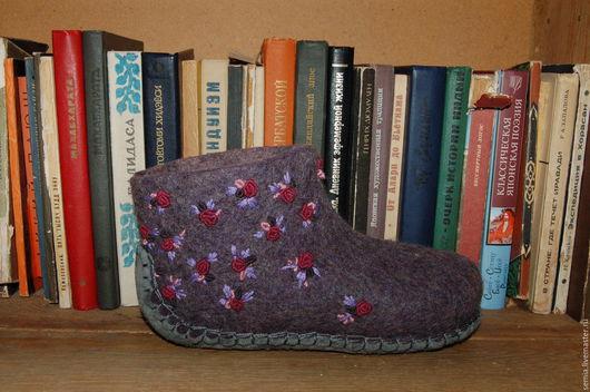 Обувь ручной работы. Ярмарка Мастеров - ручная работа. Купить Домашние валенки с цветочками. Handmade. Сиреневый, натуральная замша