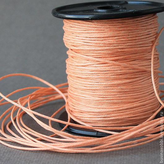 Шнур вощеный хлопок светло оранжевый Шнур плетеный из хлопка светло оранжевого цвета  с восковой пропиткой диаметром 1 мм и длиной 10 метров для сборки украшений