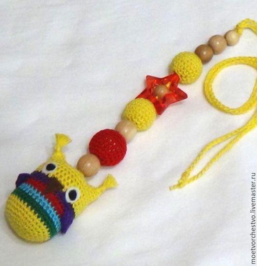 """Развивающие игрушки ручной работы. Ярмарка Мастеров - ручная работа. Купить Слингоигрушка можжевеловая """"Совёнок"""" жёлтый. Handmade. Слингоигрушка"""
