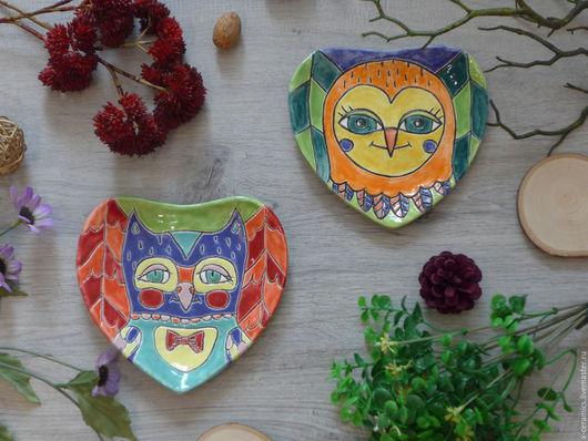Комплект керамических тарелок Яркие совы в волшебном лесу. Авторская керамика Ксении Гольд.