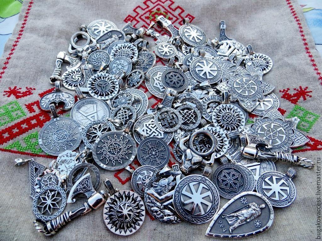 Браслет из серебра 925 и кожи с рунами Одал и Звездой Руси