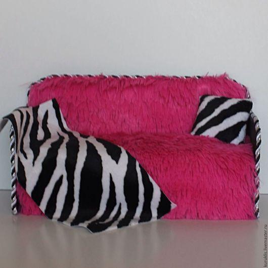 """Кукольный дом ручной работы. Ярмарка Мастеров - ручная работа. Купить Кукольный диван """"Bright Pink"""" с нишей для хранения вещей. Handmade."""