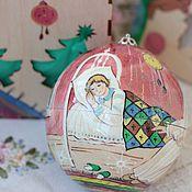 Подарки к праздникам ручной работы. Ярмарка Мастеров - ручная работа Елочный шар-тайник из дерева с автор. росписью 12см. Ангел рождества. Handmade.