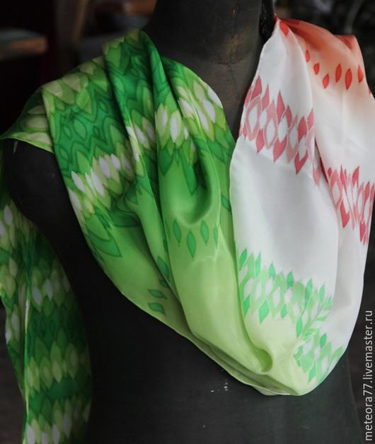 """Шарфы и шарфики ручной работы. Ярмарка Мастеров - ручная работа. Купить Шелковый шарф """"Два Цвета"""". Handmade. Ярко-зелёный"""