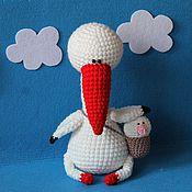 Куклы и игрушки ручной работы. Ярмарка Мастеров - ручная работа Вязаная игрушка аист с малышом. Handmade.