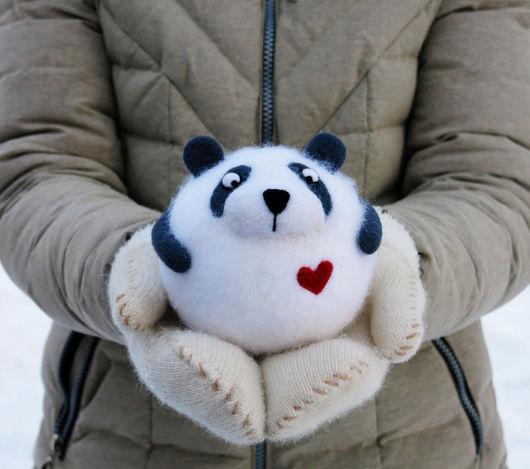 Панда. Игрушка из шерсти. Ручная работа. День Святого Валентина.