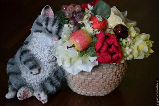 """Букеты ручной работы. Ярмарка Мастеров - ручная работа. Купить Букет из конфет """"Мартовский котенок"""". Handmade. Бежевый, Конфеты шоколадные"""