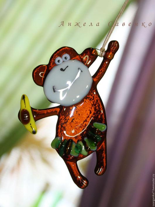 """Новый год 2017 ручной работы. Ярмарка Мастеров - ручная работа. Купить Подвеска на елку. Декор, стекло. """"Там столько диких Обезьян..."""". Handmade."""