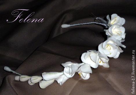 Свадебный ободок для невесты из полимерной глины с цветами и бутонами фрезии.   Венок можно дополнить бутоньеркой, браслетом для подружки невесты и другими аксессуарами.