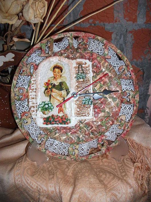 """Часы для дома ручной работы. Ярмарка Мастеров - ручная работа. Купить часы ручной работы""""Провинциалка"""". Handmade. Коралловый, часы для дома"""