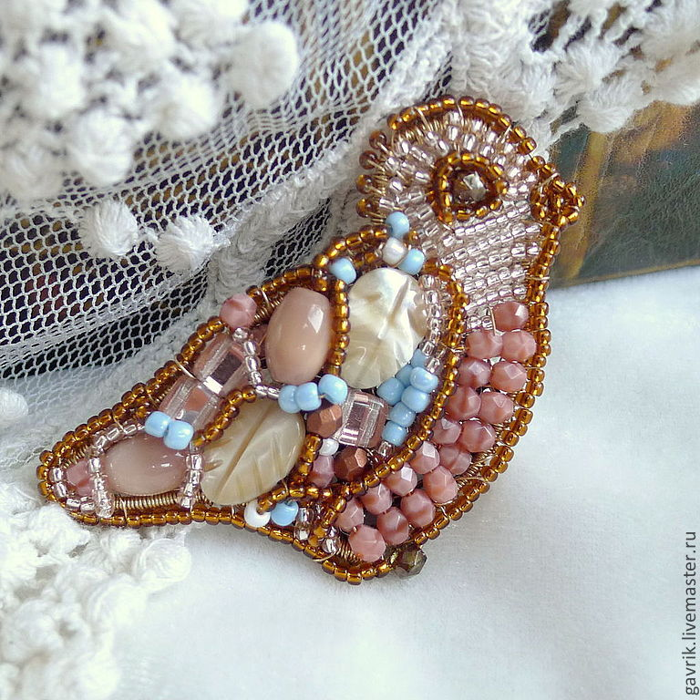 Delicate, feminine, elegant brooch with a slight retro mood. Vintage style with a modern sound :).