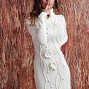 Одежда ручной работы. Ярмарка Мастеров - ручная работа Вязаное белое платье с цветочным декором для осенне-зимних торжеств.. Handmade.