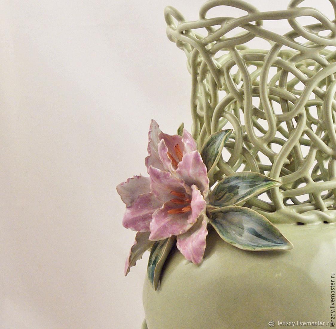 Розовые лилии - ваза для живых цветов