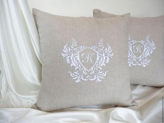 Подушка с объемной вышивкой `Вензель Нотердам`  `Шпулькин дом` мастерская вышивки