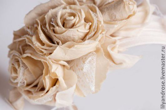Свадебные украшения ручной работы. Ярмарка Мастеров - ручная работа. Купить Вуалетка- ободок с розами. Розы бежевые  на ободке с вуалью. Handmade.