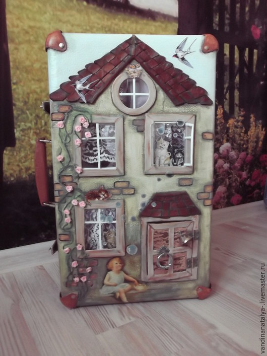 """Кукольный дом ручной работы. Ярмарка Мастеров - ручная работа. Купить Чемодан-домик для кукол """"Дочки-матери"""". Handmade. Чемодан"""